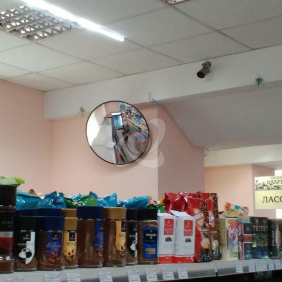 Круглое зеркало наблюдения в супермаркете