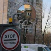 обзорное охранное зеркало Уни 600 на выезде из двора