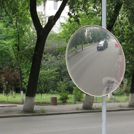 Дорожное уличное зеркало безопасности диам 90 см на выезде из двора