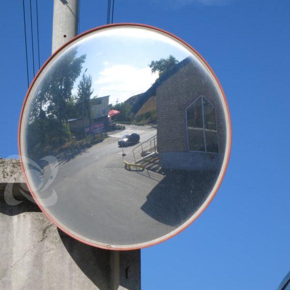 Дорожное зеркало на пропускном пункте